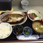 福魚食堂 - 真鯛の煮つけ定食 800円