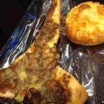 ニュー ライフ - 料理写真:ナンカレー、ハードコア(大辛カレーパン)