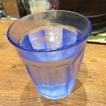 MADE IN JAPAN かにチャーハンの店 - 冷たい水。       うまし。