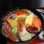 いわき七浜料理 まるかつ - 海鮮丼(1300円)