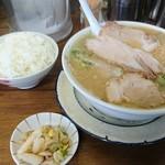 57124019 - チャーシュー麺とごはん