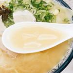 博多ラーメンしばらく - スープば飲んでみりゃ~かぁ~化調の良う効いとらして卓上にも味塩の置いてあるんが笑えるw
