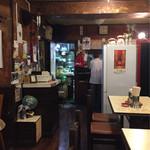 龍朋 - テーブルから見た厨房