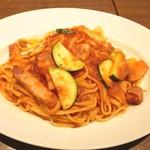 ジャルディーノ - ズッキーニとベーコンのトマトソース