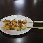 ハルミ食堂 - 串焼きつぶ貝とホタテ