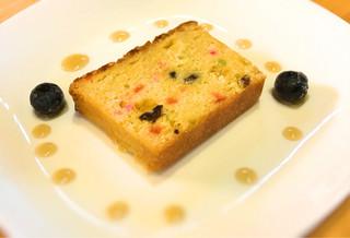 山小屋 佐藤 - ケーキは御免なさい。 甘いもの苦手につき、写真だけです。 でも、綺麗ですね。