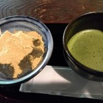 峠の茶屋 一軒屋 - わらび餅と抹茶です♪