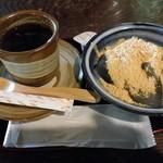 峠の茶屋 一軒屋 - わらび餅とホットコーヒーです♪