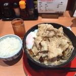 神戸ちぇりー亭 - トロ卵入りド根性の肉男盛り 白飯セット