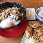 神戸ちぇりー亭 - トロ卵入りド根性の肉男盛り 唐揚げ白飯セット
