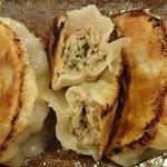 日本橋焼餃子 - 日本橋焼餃子 西葛西店 ランチ 焼餃子 税込100円 モチモチ食感の皮に包まれる餡には下味がついているので醤油など付けなくても美味しく頂けます