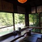 徳兵衛茶屋 - わたし達が頂いた 板取川の絶景を望むお席。