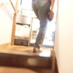 57136071 - 階段で2Fへ