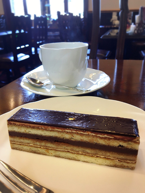 ガトー・ド・ボワ ラボラトワール - オペラとアメリカンコーヒー