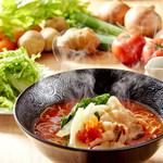 元祖トマトラーメンと辛麺とトマトもつ鍋 三味 - 料理写真:元祖トマトラーメン