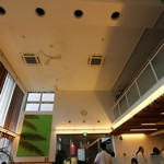 モスカフェ - 天井が高いです。