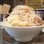 ジロリアン - ラーメン小+ヤサイ増し増しニンニクダブル