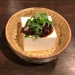 牛タン べこ串 - お通し322円(税込)