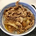 57147469 - 牛丼 並盛 つゆ多 ¥380