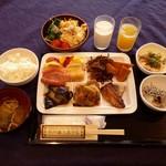 平戸海上ホテル - 料理写真:和テイストでの朝食