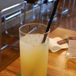 マグズカフェ - セットのドリンク(グレープフルーツジュース)