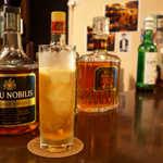 Bar 羽月 - オリジナルのシャルマンクーラー。バーボンをベースに、マーマレードの香りを加えた一杯