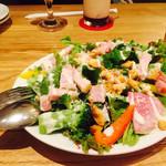 フラッグスカフェ&ダイニング - 2016/10/8 ディナーで利用。 旬野菜のシーザーサラダ〜温玉のせ〜(800円) この量で、この価格で、この美味しさ!? って思う程のサラダ:;(∩´﹏`∩);: