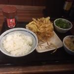 丸亀製麺 - かき揚げ丼完成前