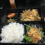 57166181 - 野菜炒め玉子入りと鶏天ぷら