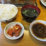 57166450 - 【上カルビ定食 1300円】キムチ・ご飯・ワカメスープ付き♪