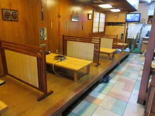 食道苑 - 座敷とテーブル席に分かれています♪
