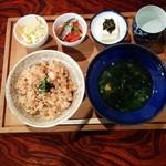 瀬戸のおうち - タコ飯とアオサ汁の定食。
