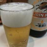 とりかつ チキン - 瓶ビール(500円)です。
