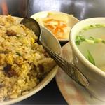 57169359 - ランチ:炒飯と雲呑スープ(500円※税込)このあとデザートに杏仁豆腐がきっちり一人前でお腹いっぱい♪