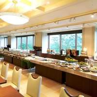 創菜Patio - 店内は大きな窓が特徴の開放的な空間♪ 気持ちの良い光と景色が楽しめます。