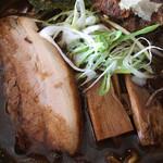 麺屋 丸鶏庵 - 豚そば黒醤油