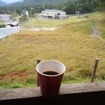 治部坂高原ジャム工房 - 治部坂高原スキー場とコスモス畑を見ながら美味しい無料コーヒーを頂く。