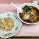 中華そば ターキー - 「ラーメン」550円と「半チャーハン」350円