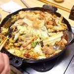 まるはち食堂 - 食べ進むと油分が染み出て、炒め料理から揚げ料理に近くなってきます。この状態もまた美味