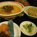 四川乃華 - 坦々麺セット