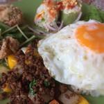 WAIWAI アジアのごはんやさん - ガパオプレート(生春巻き・唐揚げも美味しい)
