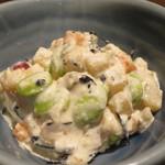 北の味紀行と地酒 北海道 - お通しの豆と根菜のマヨネーズ和えアップ