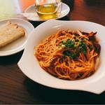 ORIENTAL KITCHEN ITALIANA - 渡り蟹のトマトクリームパスタとパン