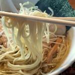 らぁめん大山 - パッツン系の細ストレート麺