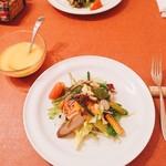57177442 - 緑黄野菜のサラダ  林檎ドレッシング
