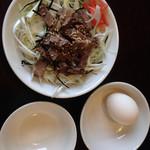 中華そば 青山 - ランチセットの牛めし卵つき