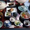 クリフハウス・柳田旅館 - 料理写真:夕食の膳