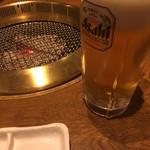 57184231 - 生ビールと炭