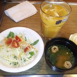 サラダ、味噌汁、オレンジジュース(2016.10.09)