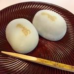 喜与女茶寮 - 熱田(名古屋)名物「きよめ餅」。駅前の喫茶部で、2個240円で食べられる。